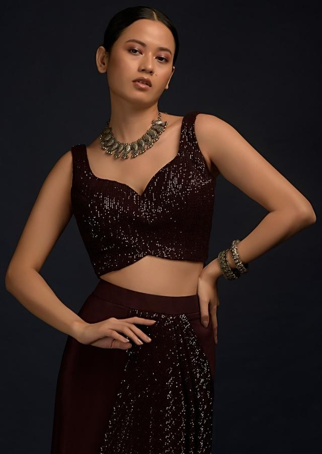Wine Purple Sleeveless Blouse In Seuins Fabric With Sweetheart Neckline And Tassel Dori On The Back Online - Kalki Fashion