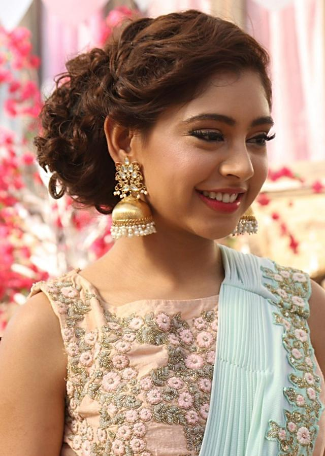Niti Taylor in Kalki peach lehenga in brocade with ready pleated dupatta in flower work only on Kalki
