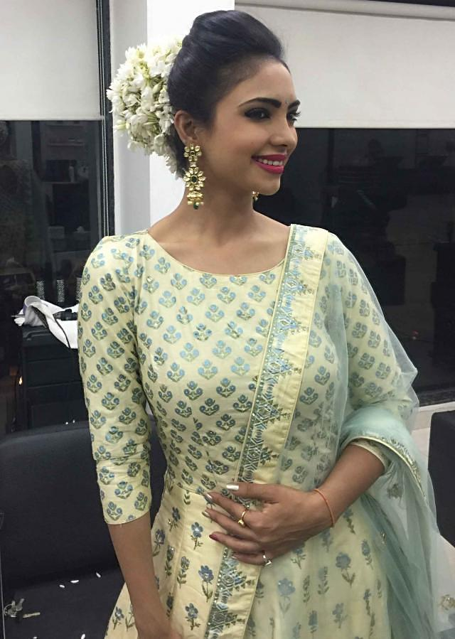 Pooja Banerjee in Kalki cream anarkali suit adorn in highlighted print embroidery work in floral motifs