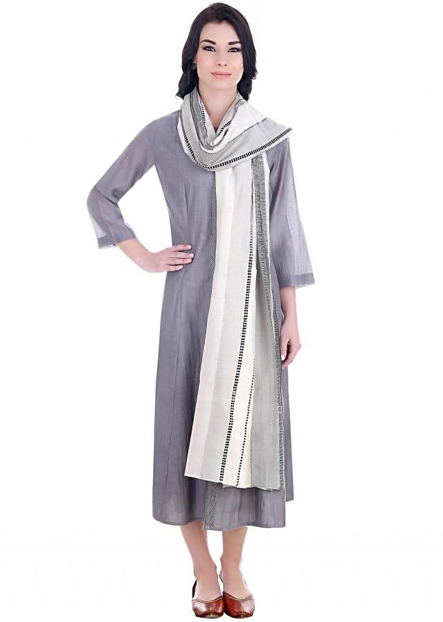 Add some Indian flavor to anything you wear with this chanderi stole