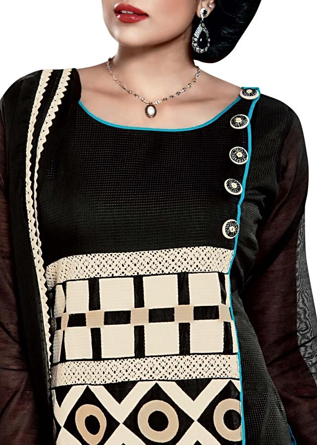 Black and white straight fit suit featuring with geometric motif