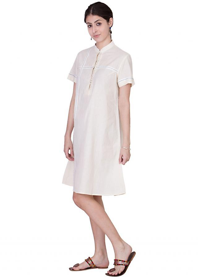 Closed band neckline and loose sleeves tunic