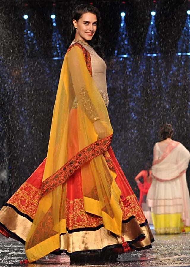 CPAA Fachion Show 2013 by Manish Mlahotra 17