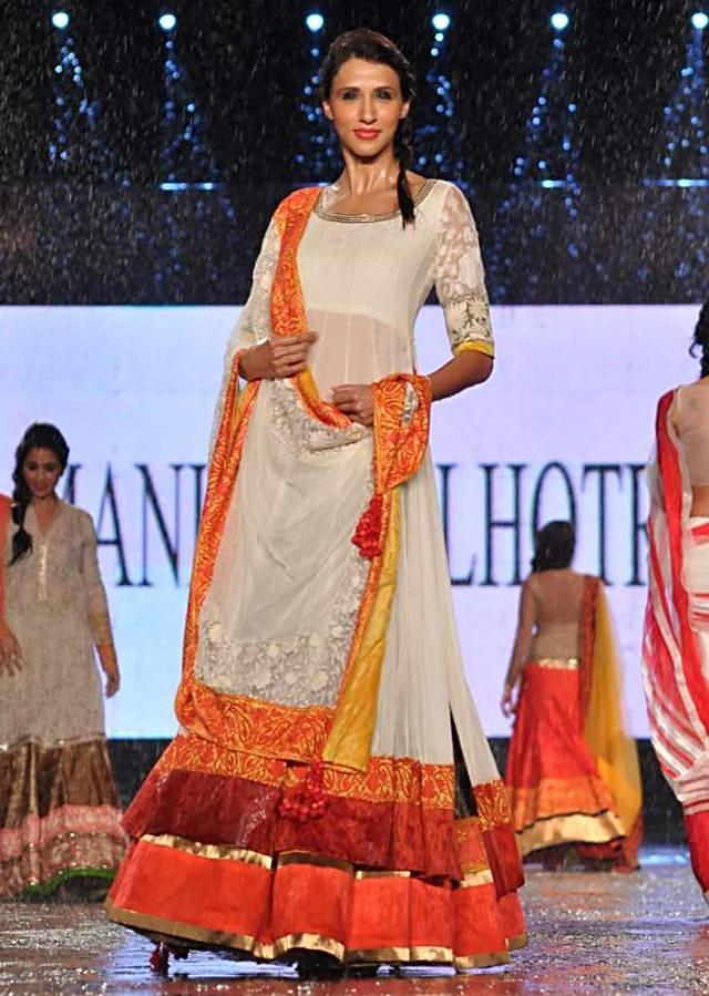 CPAA Fachion Show 2013 by Manish Mlahotra 19