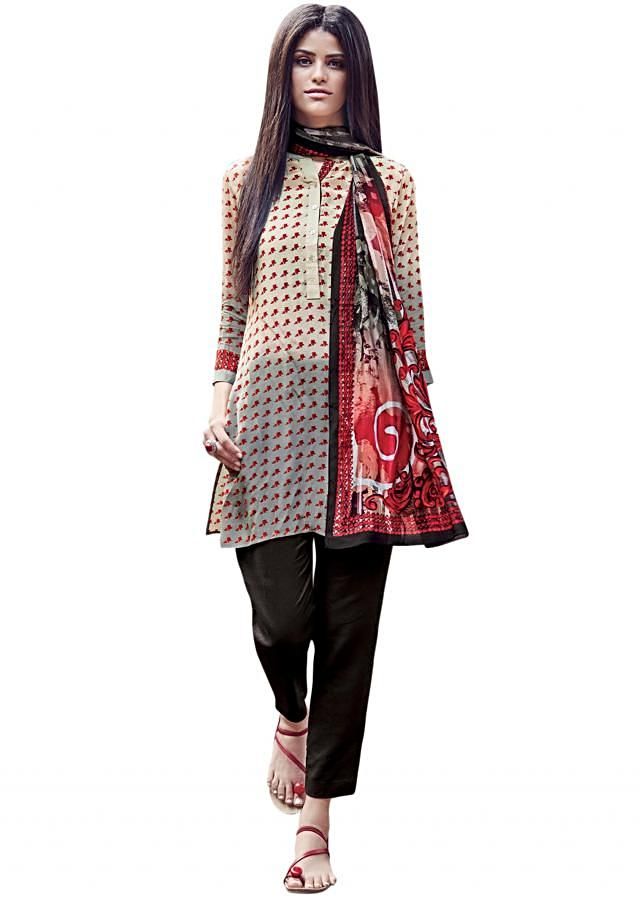 Cream butte printed kurti matched with scarf