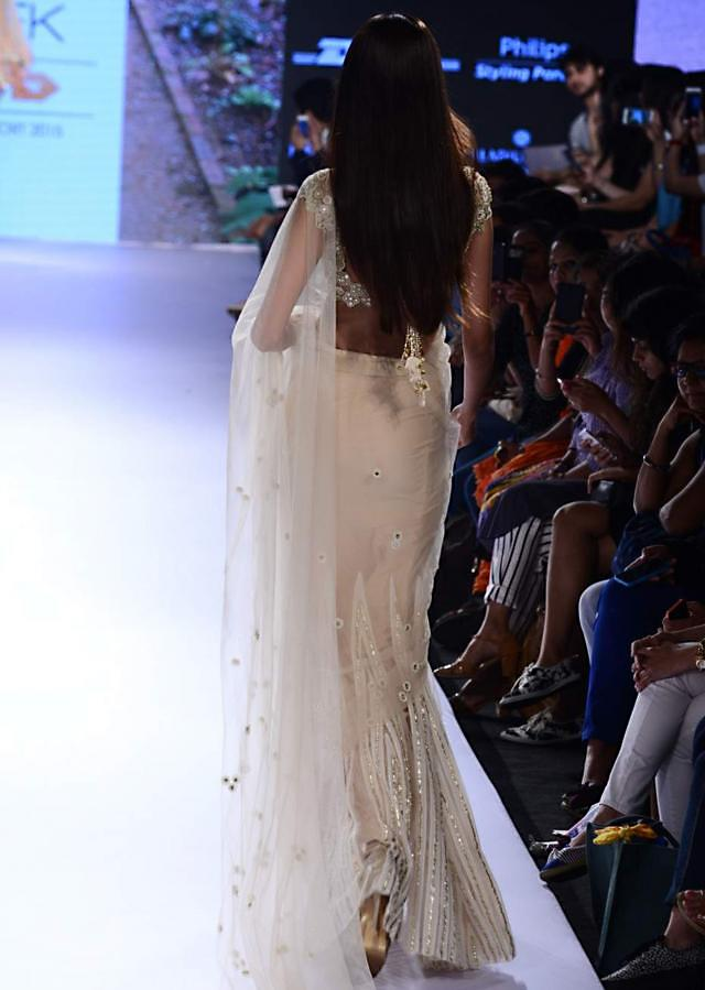 Model in cream saree with embroidered blouse walks the ramp for Arpita Mehta