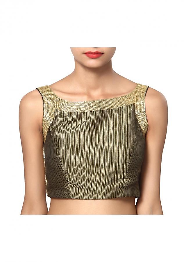 Delicate hand work boat neck without sleeves and an awesome back
