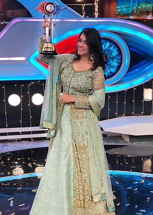 Dipika Kakar in kalki sage green embroidered net jacket lehenga
