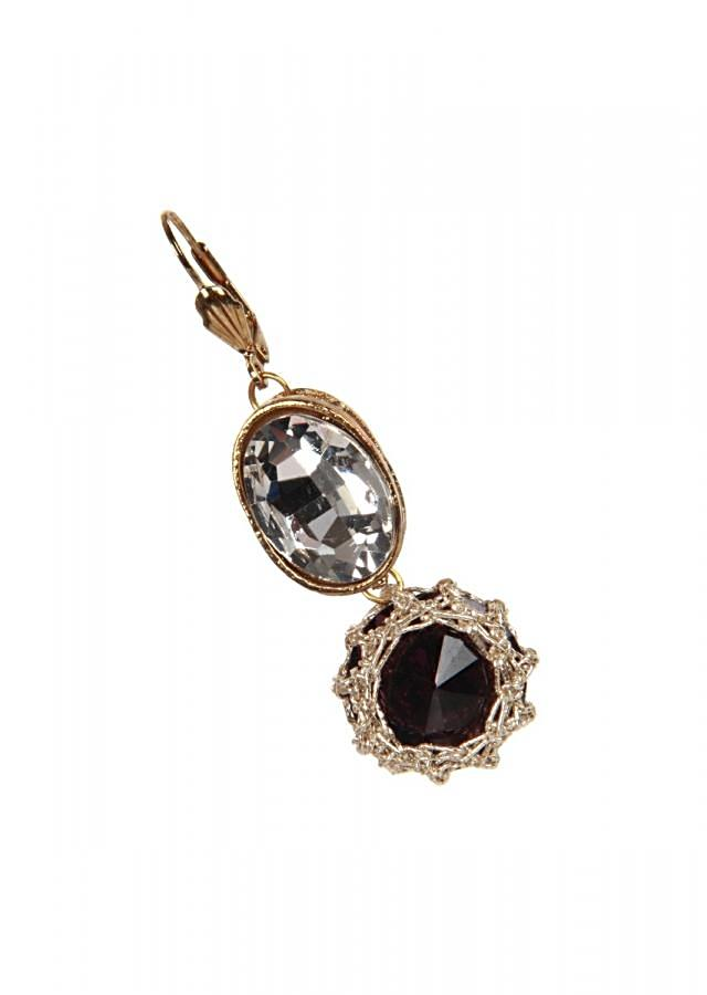 Featuring black stone and kundan earring only on kalki
