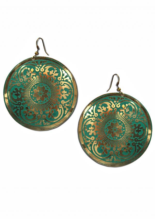 Gold metal earring in abstract motif