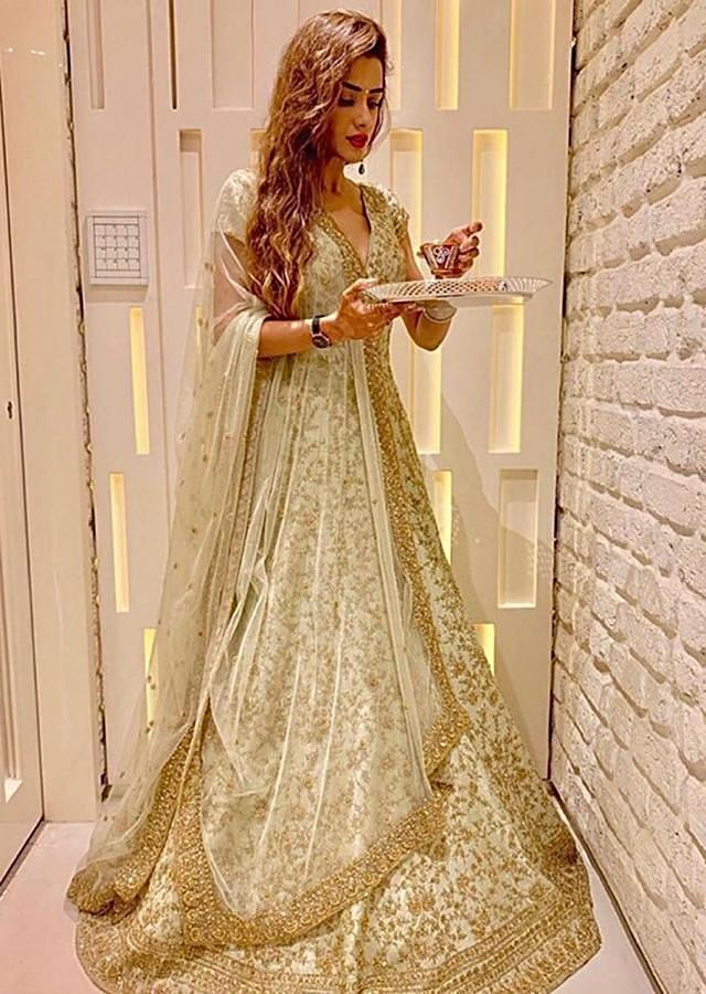 Oyster Green Anarkali Gown In Raw Silk With Embroidered Jaal Work Online - Kalki Fashion