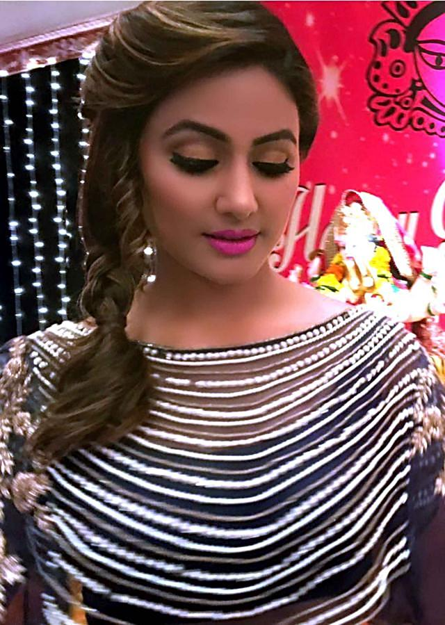 Hina Khan in Kalki grey lehenga matched with fancy embroidered cape