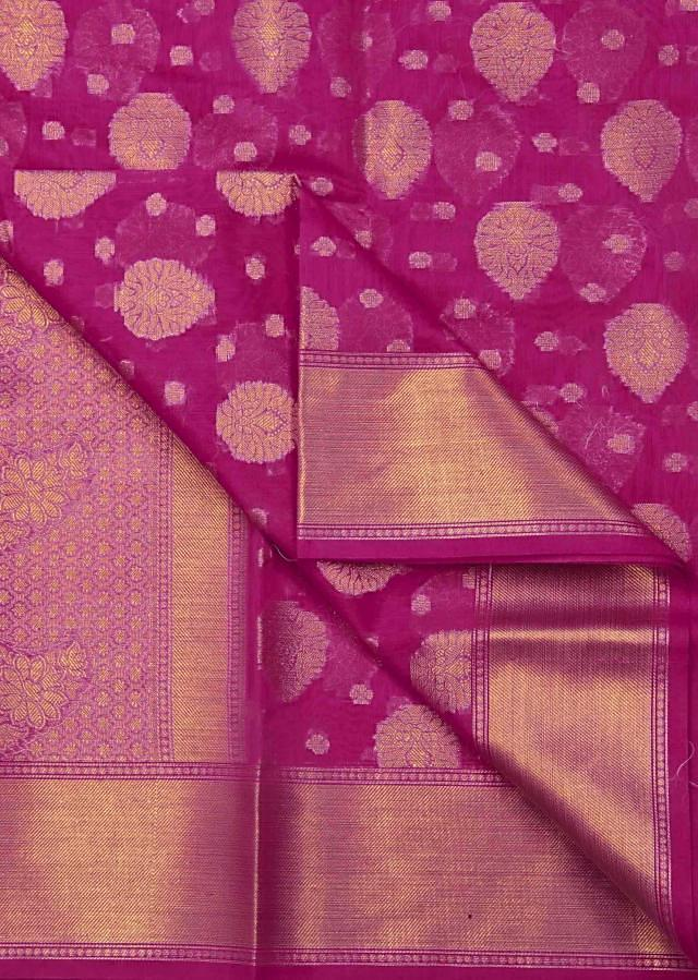 Lilac pink saree in in paisley motif pallav only on Kalki