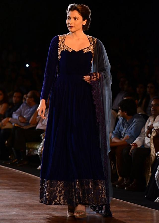 Manish Malhotra heavy ethnic collection inspired bythe silhouettes of royality at PCJ Delhi Couture Week 2013 MM52