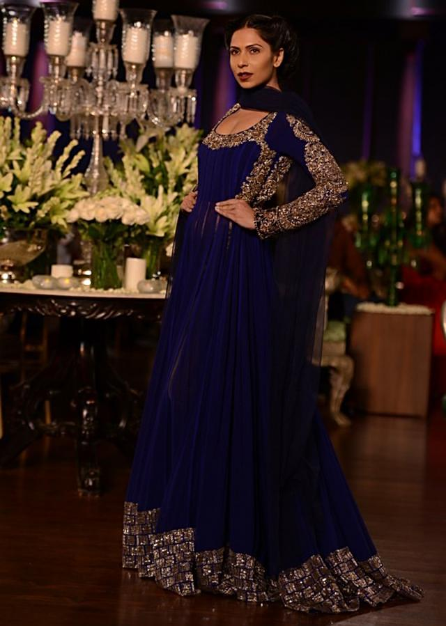 Manish Malhotra heavy ethnic collection inspired bythe silhouettes of royality at PCJ Delhi Couture Week 2013 MM53