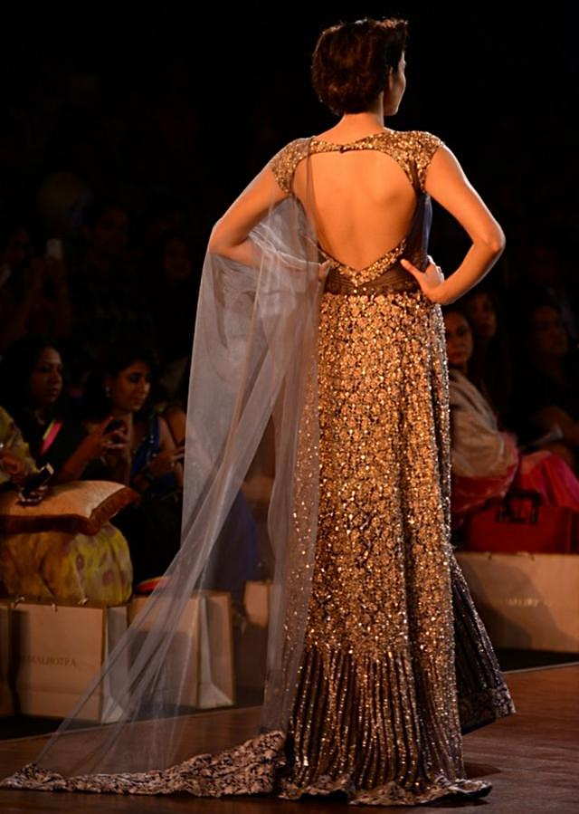 Manish Malhotra heavy ethnic collection inspired bythe silhouettes of royality at PCJ Delhi Couture Week 2013 MM58