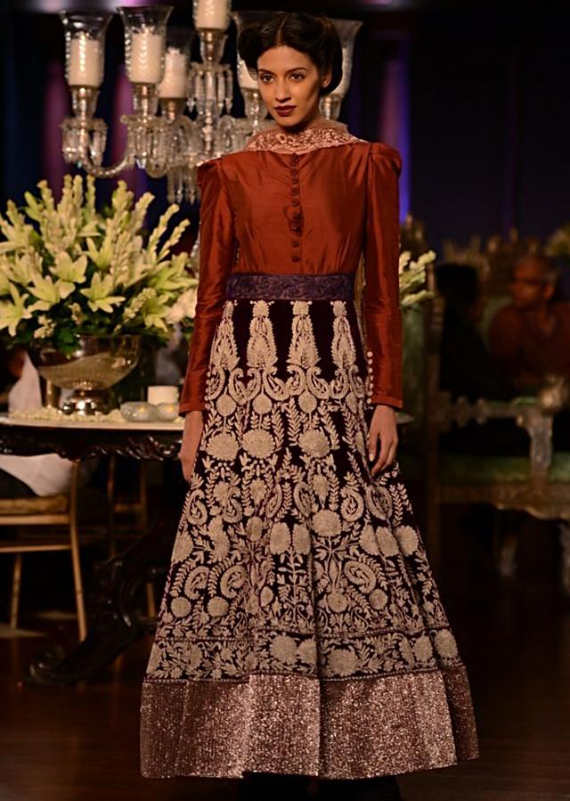 Manish Malhotra heavy ethnic collection inspired bythe silhouettes of royality at PCJ Delhi Couture Week 2013 MM70