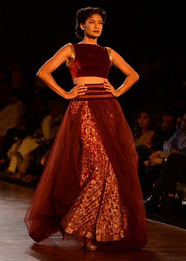 Manish Malhotra heavy ethnic collection inspired bythe silhouettes of royality at  PCJ Delhi Couture Week 2013 MM75
