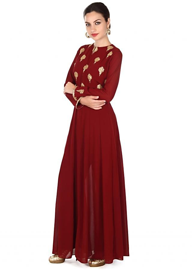 Maroon suit adorn in sequin embroidered butti only on Kalki