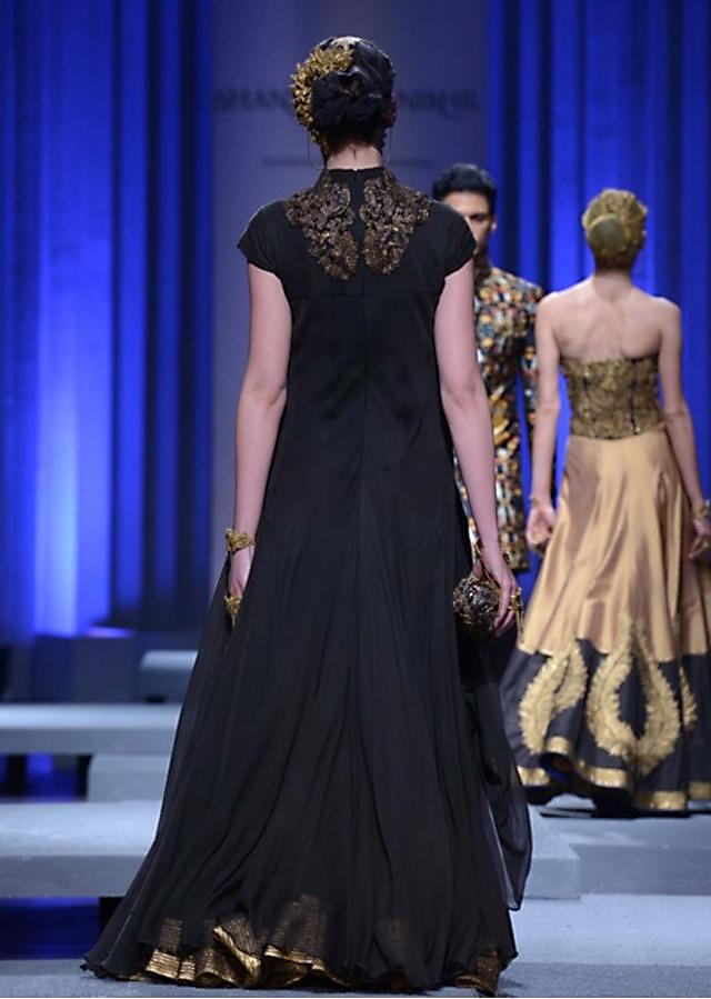 Models showcasing Shantanu and Nikhil collection at Indian Bridal Week Nov 2013 at Mumbai 09
