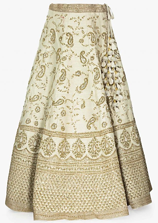 Off White Lehenga In Raw Silk With Sequins And Cut Dana In Paisley Motifs Online - Kalki Fashion