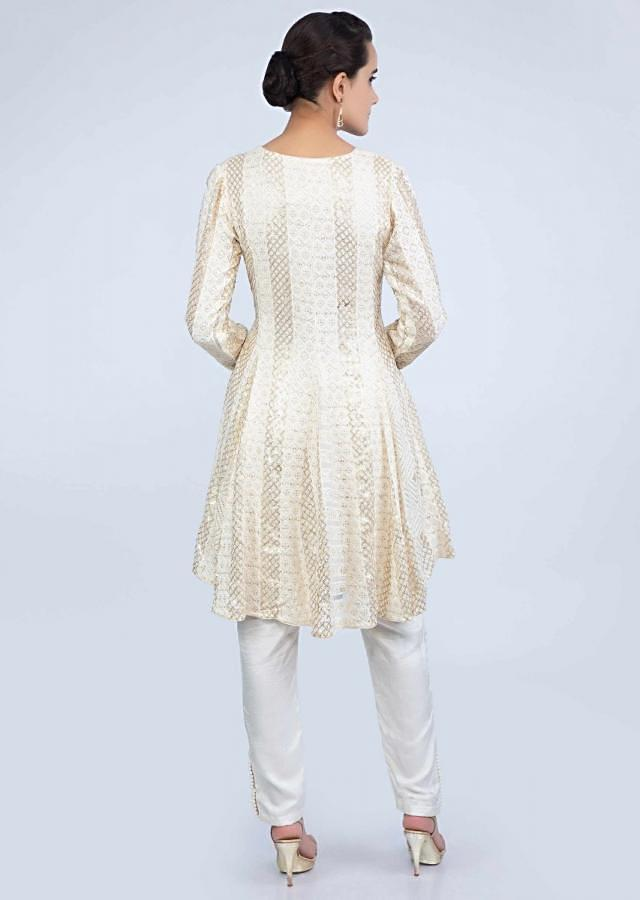 Off White Short Suit In Thread Embroidered Georgette With Straight Pant And Lycra Net Dupatta Online - Kalki Fashion