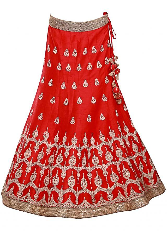 Red unstitched lehenga adorn in zari butti only on Kalki