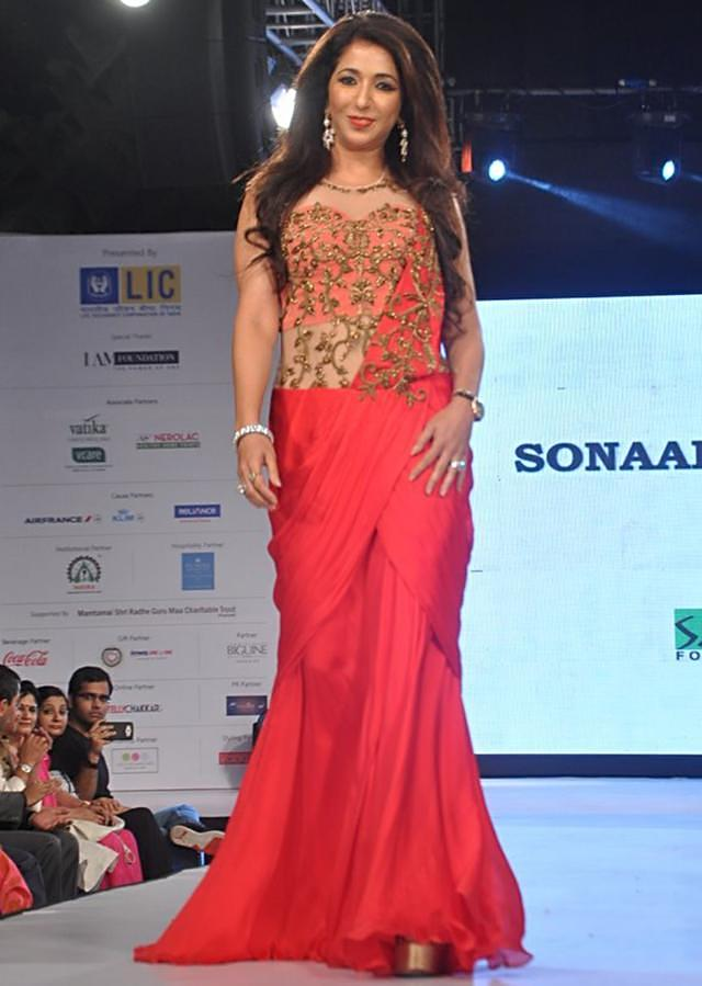 Celebrity walk the ramp in cherry red saree gown for Sonaakshi Raak for Smile Foundation