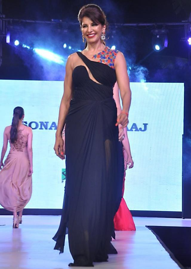 Celebrity walks the ramp in black beige gown for Sonaakshi Raak for Smile Foundation