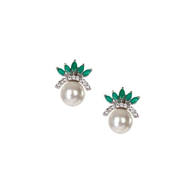 Stud earring in kundan with white pearl only on kalki