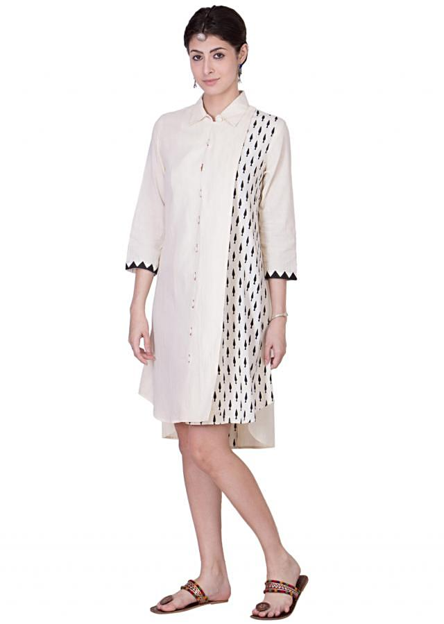 This cotton dress with asymmetric block prints on a side panel and along the back slit