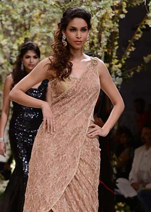 Urnashi Rautela and other models walk the ramp for Jyotsna Tiwari at Indian Bridal Week NOV 2013 at Mumbai 20