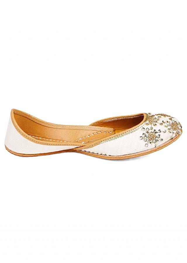 White sparkle jutti from Vian
