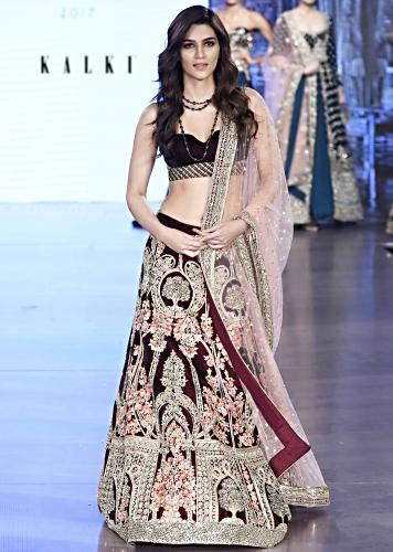 Burgundy Lehenga In Floral Motifs And Embroidery In Checks Pattern Online - Kalki Fashion