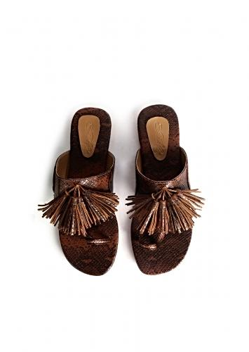 Brown And Black Kolhapuris With Snake Print And Tassels By Sole House