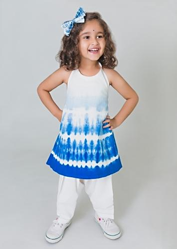 Indigo Blue Ombre Salwar Suit Set In Cotton With Shibori Tie - Dye Print And Flower Tassels By Tiber Taber