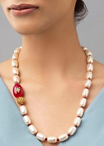 White Necklace With Agate Beads, Red Onyx Highlight And Shell Pearls Online - Joules By Radhika
