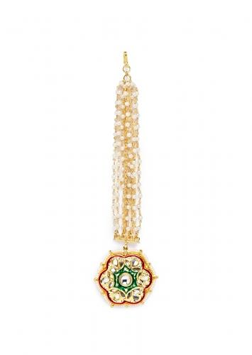 Red And Green Meenakari Maang Tika With Kundan Work In Floral Motif And Shell Pearl Strings Online - Joules By Radhika