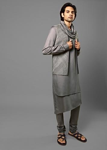Metal Grey Bandi Set In Suiting Fabric With Thread Embroidery All Over And Shawl Neck On The Kurta Online - Kalki Fashion