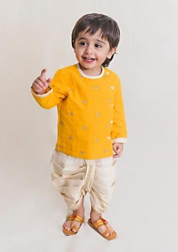 Yellow Kurta And White Dhoti Set In Cotton With Zari Embroidered Butti Work By Tiber Taber